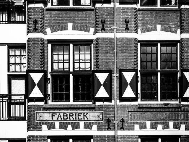 verffabriek in zwart-wit – Farbenfabrik in schwarz weiß